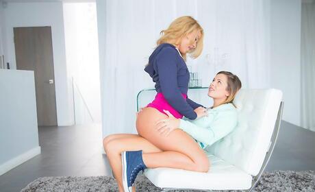 Coed Lesbians Pics