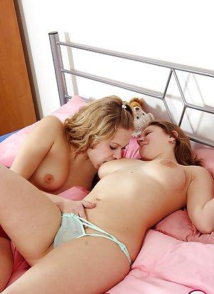 Lesbian Masturbation Pics