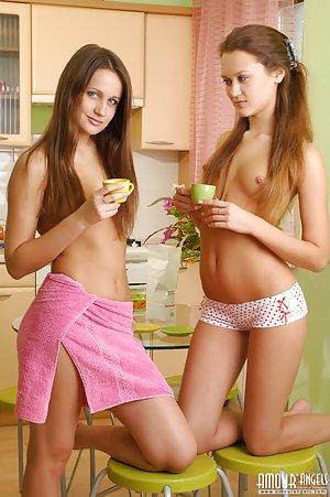 Skiny Lesbians Pics